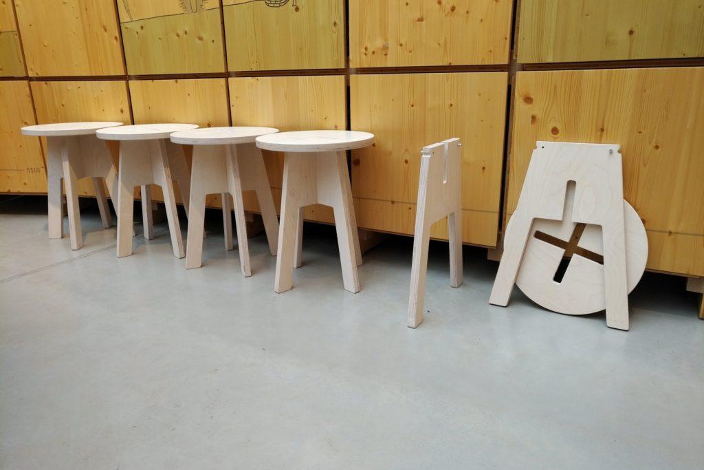 Ümmargune tool / taburet, valge