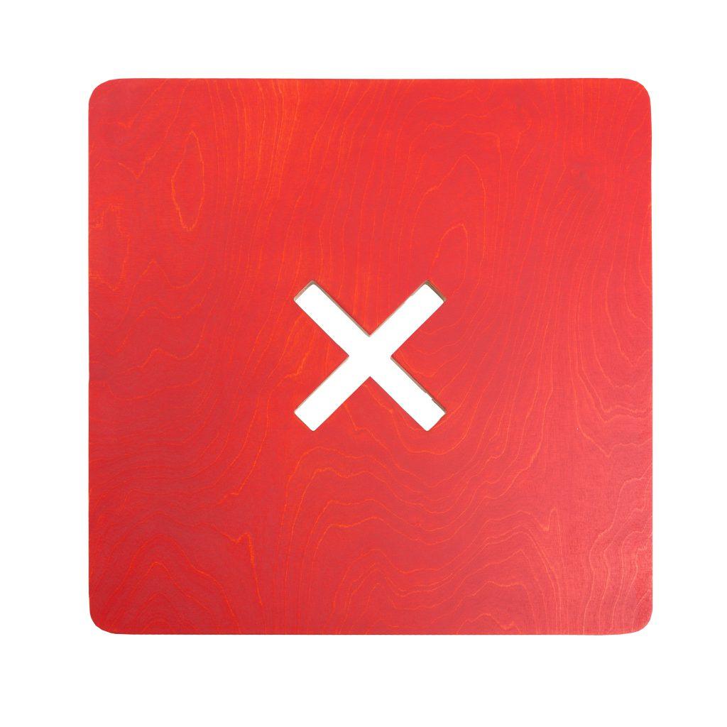 Neliskulmainen pöytä, punainen